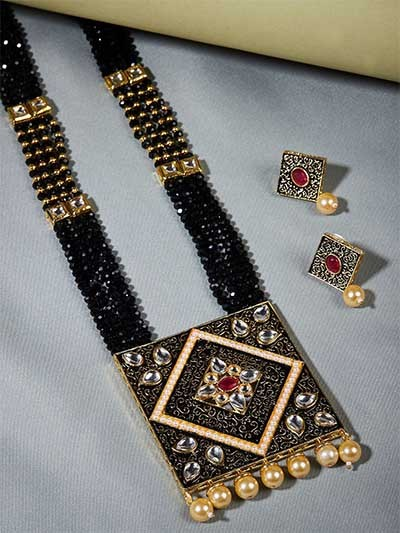 Black Kundan Studded Meenakari Gold-Plated Jewellery Set
