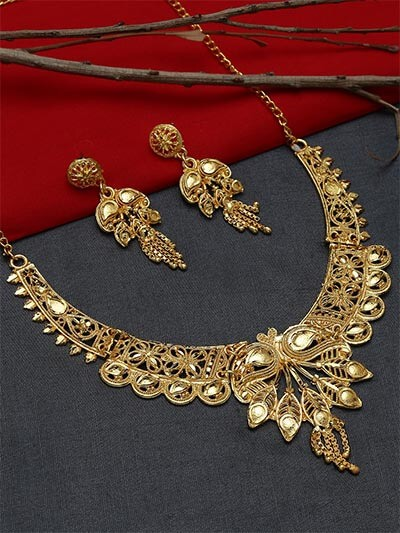 Golden Necklace Set Adorned with Peacock Motifs