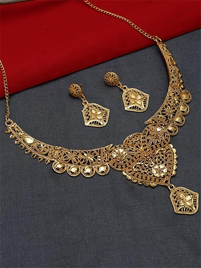 Golden Heart Necklace Set with Floral Motifs