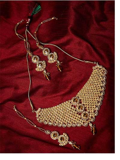 Heavy Stone Studded Traditional Choker Jewellery Set for Wedding