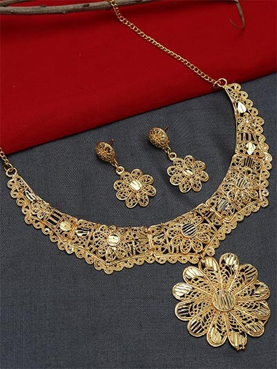Golden Necklace Set with Floral Pendant and Earrings