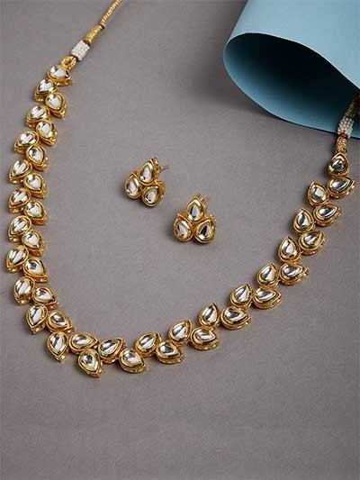 Elegant Gold-Plated Kundan Choker Necklace Set