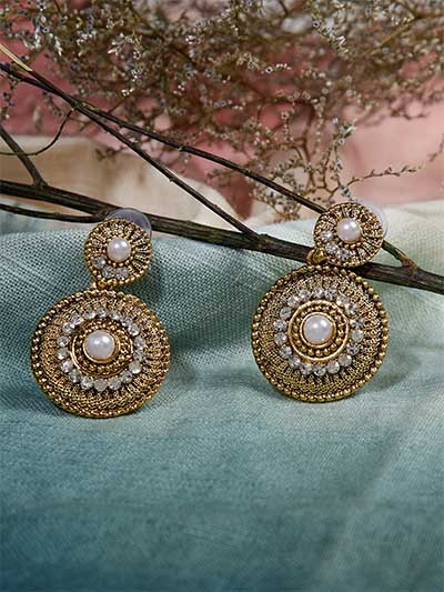 Short Golden Dangle Earrings With Pearls