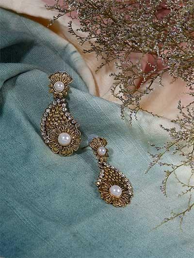 Golden Flower Dangle Earrings With Pearls