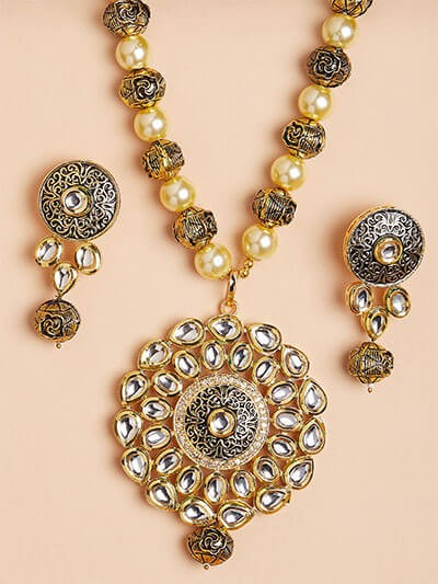 Gold-Toned Kundan and Pearl Pendant Necklace Set