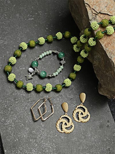 Set of Green Beaded Necklace, Bracelets and Earrings