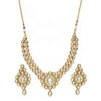 Gold Toned Kundan and Jadau Stone Studded Jewellery Set