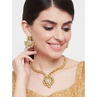 Gold Toned Kundan Studded Handcrafted Pendant Necklace Set