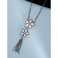Contemporary Silver Flowers Necklace