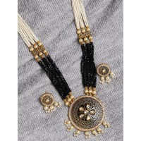 Black and Golden Kundan Pendant Necklace Set