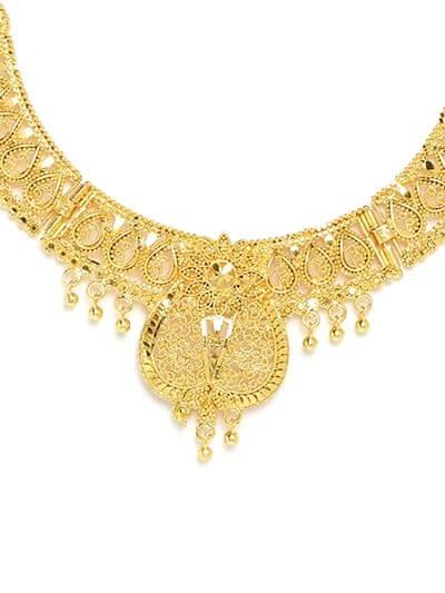 Golden Necklace Set Adorned with Floral Motifs