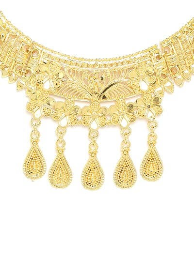 Golden Necklace Set Adorned with Flower Motifs