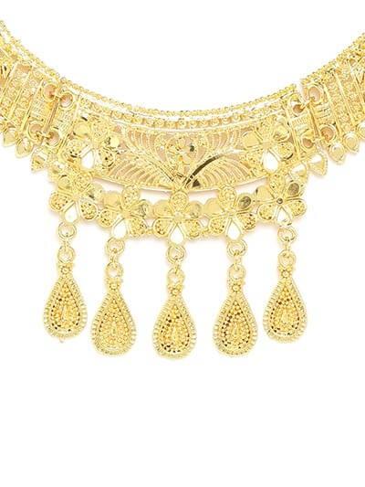 Golden Necklace Set Adorned with Flower Motifs