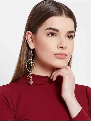 Long Geometrical Artificial Earrings in Golden Color