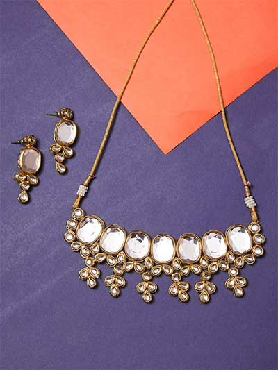 Gold Toned Kundan Stone Studded Jewellery Set