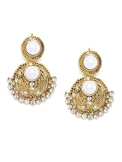 Short Circular Golden Dangle Earrings With Pearls