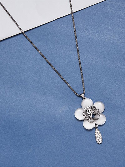 Silver and Grey Flower Western Necklace