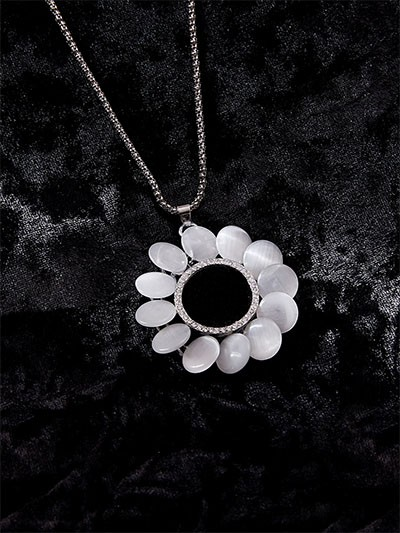 Pearl Necklace With Stones