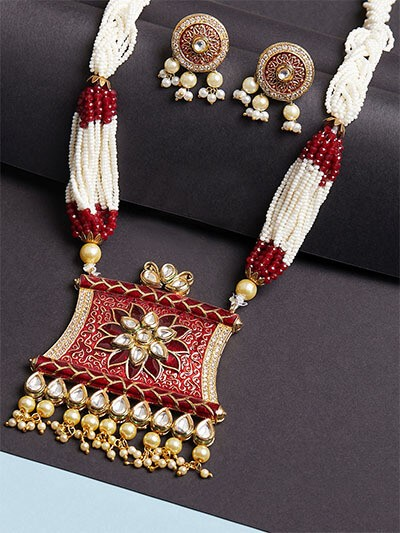 Maroon and White Kundan Pendant Necklace Set