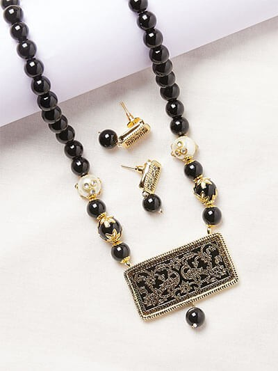 Black Pearl and Kundan Pendant Necklace Set