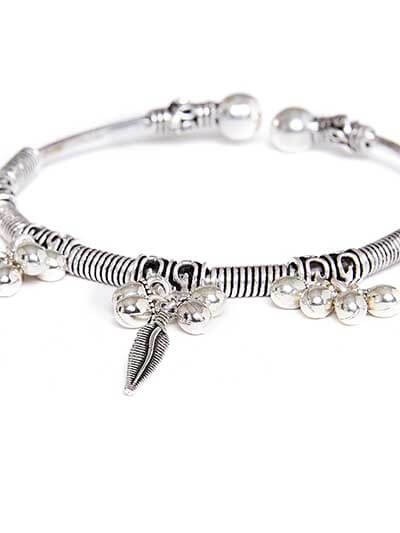Adjustable Oxidized Silver Bracelet with Sleek Leaves Charms