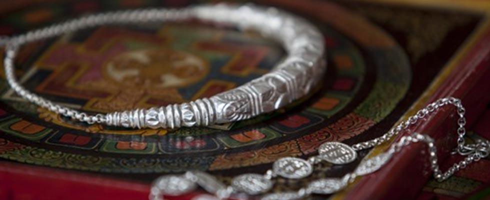 Traditional Attire and Jewellery of Uttrakhand-hansuli