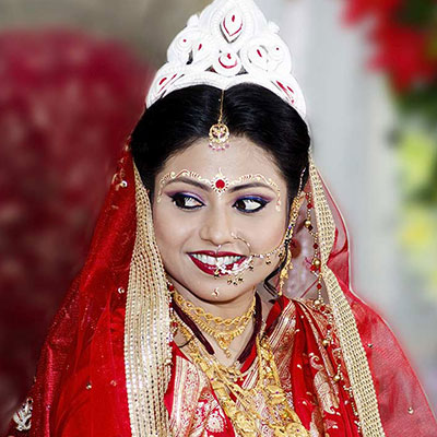 Traditional jewellery and attire of West Bengal