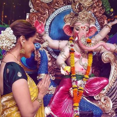 From Kareena, Madhuri to Shilpa, here's how Bollywood Divas dolled up for GANESH CHATURTHI!