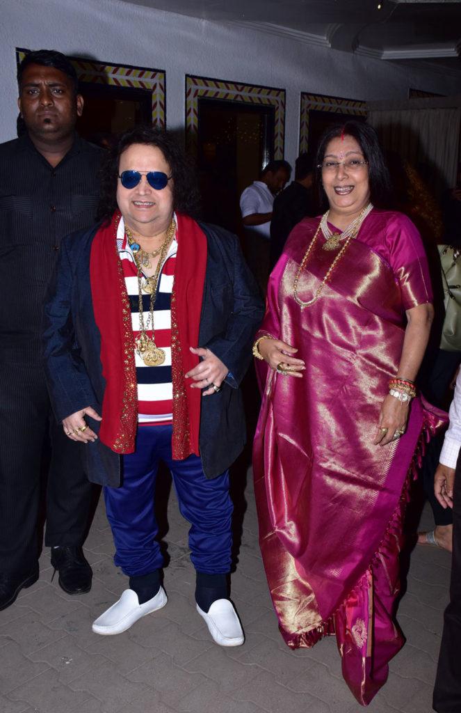 Bollywood Glitters at Lyricist Sameer's Daughter's Wedding Reception 6