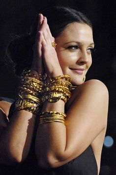 Tips To Wear Gold Jewellery With Western Outfits