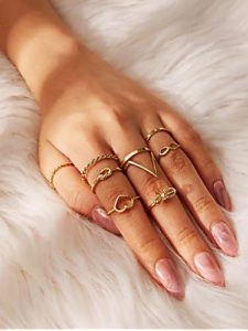 11 Times Raveena Tondon Stunned Us With Her Sleek Jewellery Sense
