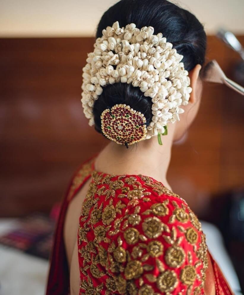 gajra look hairstyle for girls