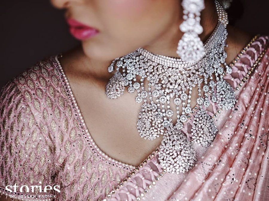 The Complete Guide: How To Pick Bridal Jewellery For Your Lehenga 10