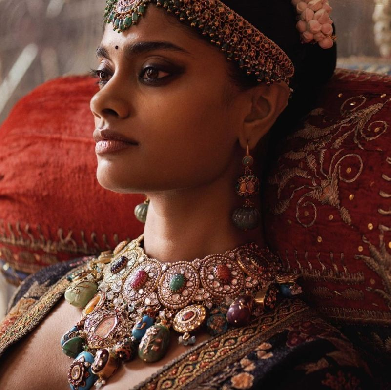 The Complete Guide: How To Pick Bridal Jewellery For Your Lehenga 9