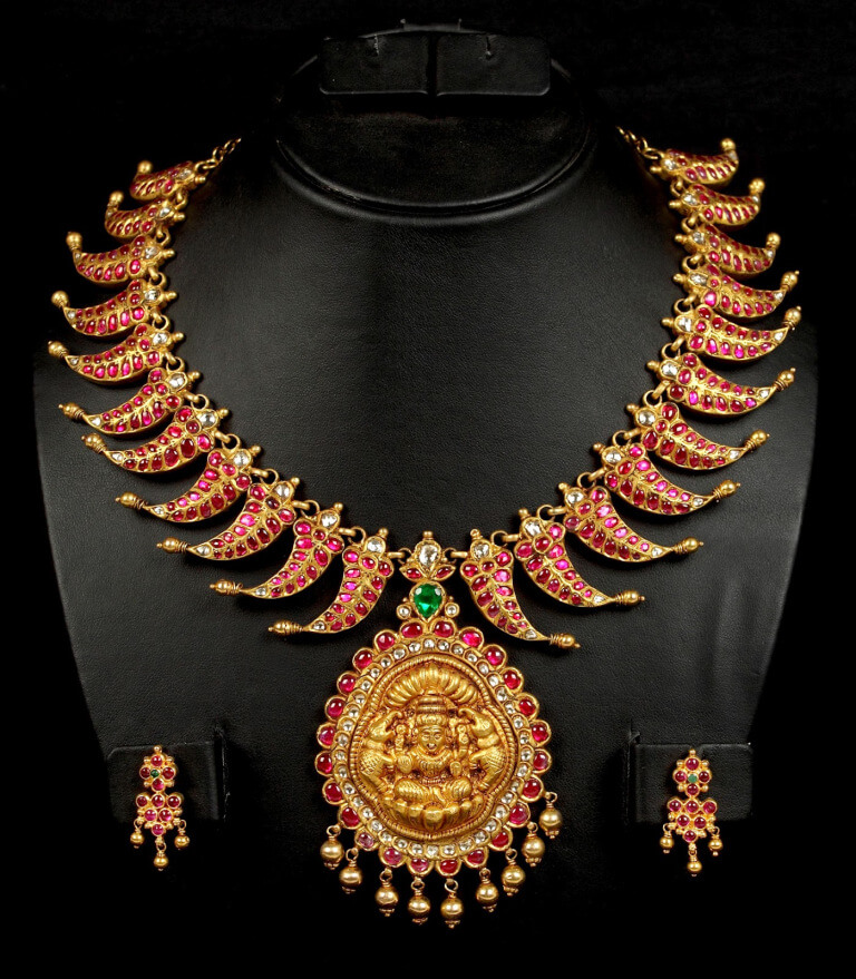 Top 5 Indian Looks For Girls-Traditional Outfits & Jewellery 8