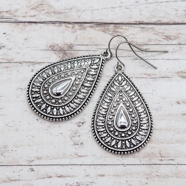 The Ultimate Guide: How To Pick Earrings For Different Hairstyles & Face Shapes 1