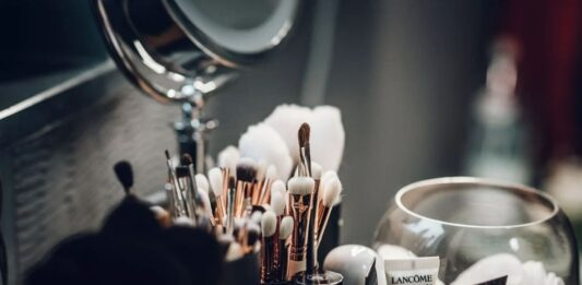 5 Must-Have Basic Makeup & Beauty Items For Beginners