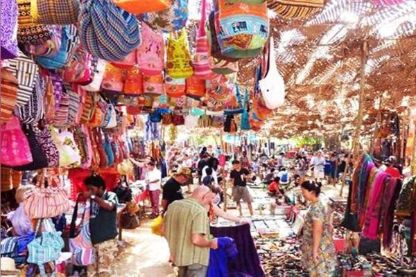 Famous Bazaars & Jewellers In Delhi: Central Market, Lajpat Nagar