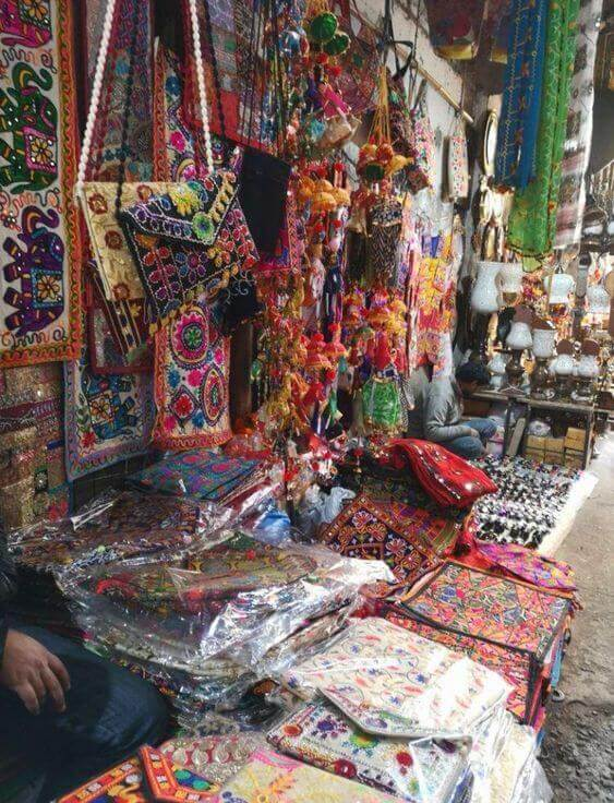Famous Bazaars & Jewellers In Delhi: Sarojini Market