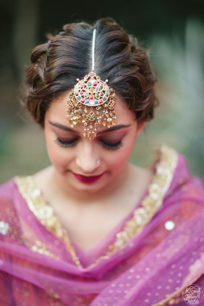 22 Gorgeous (And Trending) Maang Tikka Hairstyles For Your Wedding Look 4