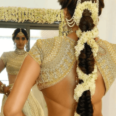 22 Gorgeous (And Trending) Maang Tikka Hairstyles For Your Wedding Look 11