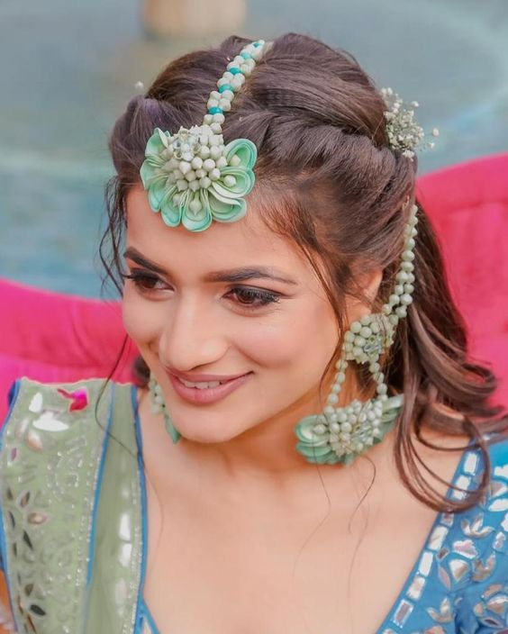 22 Gorgeous (And Trending) Maang Tikka Hairstyles For Your Wedding Look 5