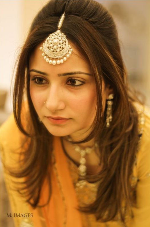 22 Gorgeous (And Trending) Maang Tikka Hairstyles For Your Wedding Look 1