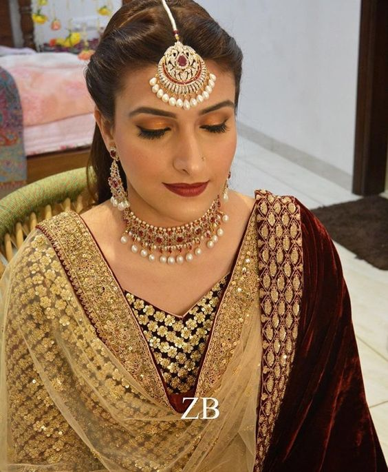 22 Gorgeous (And Trending) Maang Tikka Hairstyles For Your Wedding Look 14