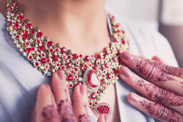 Top 15 Neck Jewellery Styles Tor The 2021 Bride 11