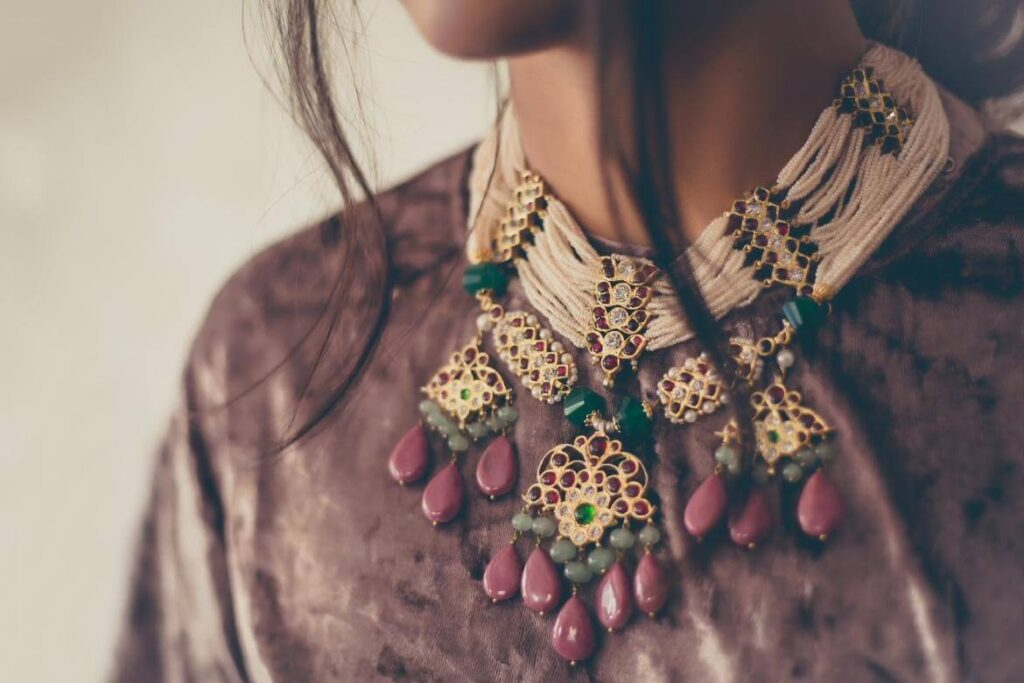 Top 15 Neck Jewellery Styles Tor The 2021 Bride 12