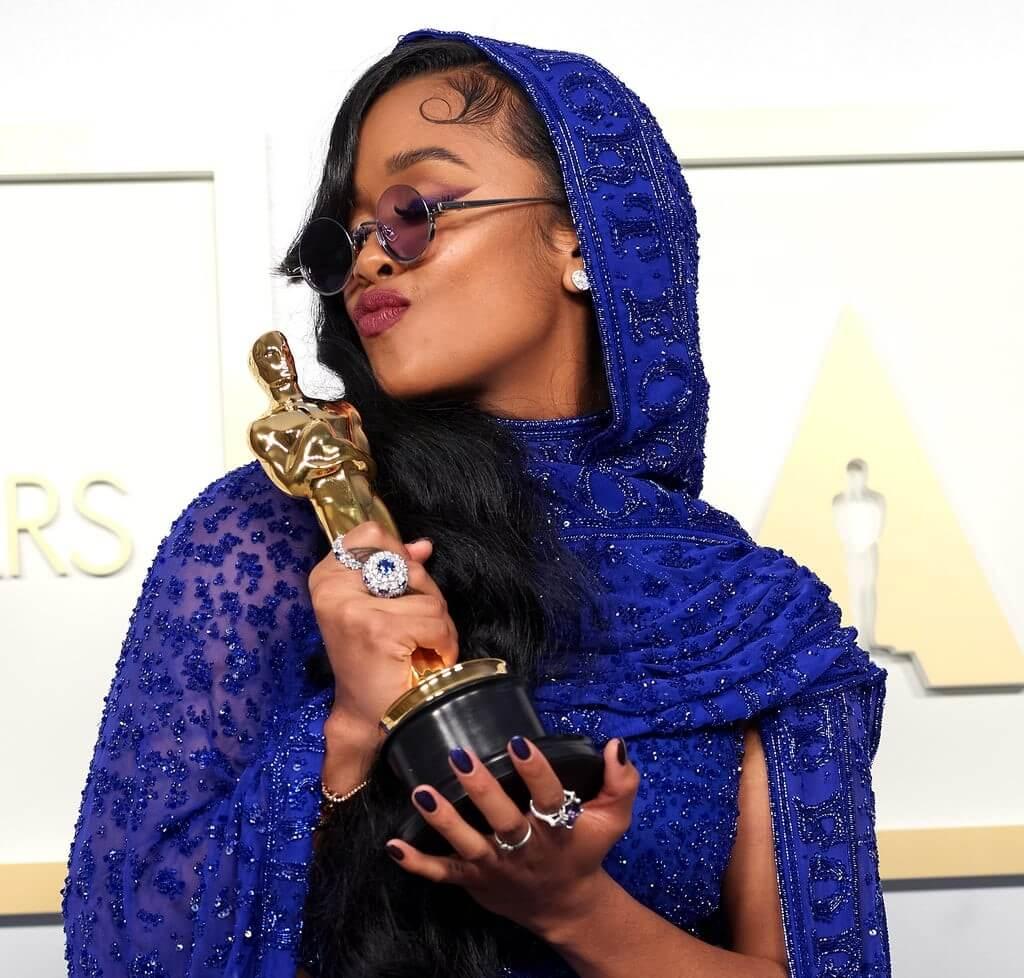 2021 Oscars Nail Inspo 14